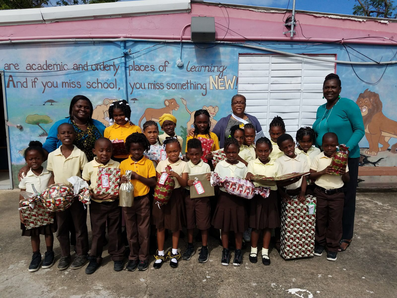 Gomez Students Receive Gifts from Virgin Islands United.JPG